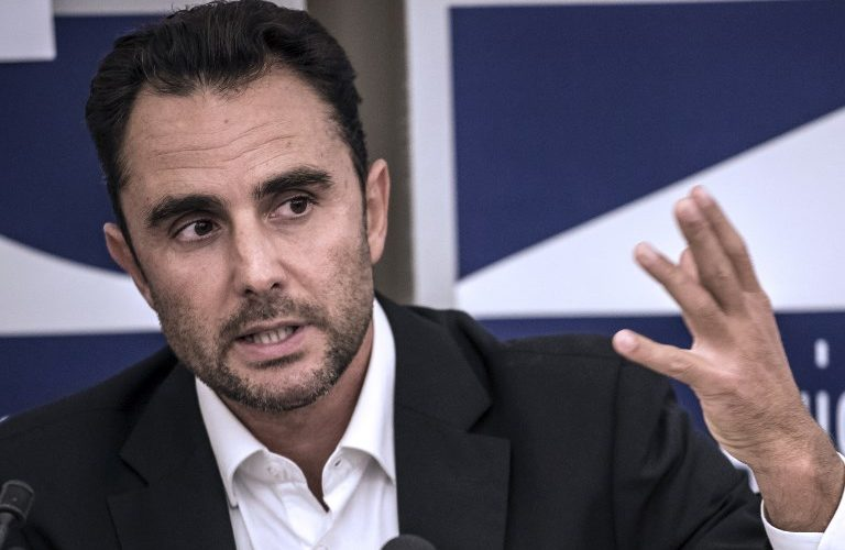 (FILES) In this file photo taken on October 28, 2015 Herve Falciani, the former HSBC employee who leaked documents alleging the bank helped clients evade millions of dollars in taxes, gestures as he gives a press conference in Divonne-les Bains. Spanish police on April 4, 2018, detained Herve Falciani, a former employee at the Swiss branch of HSBC who leaked documents alleging the bank helped clients evade millions of dollars in taxes, a police source said.       / AFP PHOTO / Jean-Philippe KSIAZEK