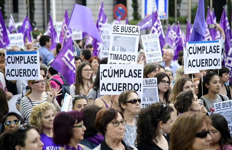 Protesters hold placards during a demonstration called by the 'Platform 7N Against the Violence Against Women' to demand the Spanish government to increase the economic resources to fight the violence against women, in Madrid on May 16, 2018. / AFP PHOTO / JAVIER SORIANO