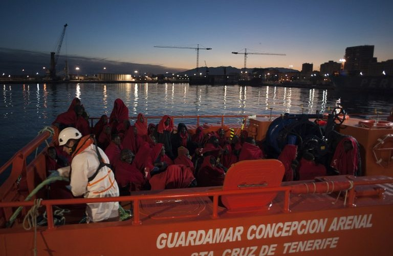 A group of migrants arrive on board a Spanish coast guard vessel, the second one of the day, at the southern Spanish port of Malaga on January 13, 2018 following the rescue of an inflatable boat carrying 55 African people, nine of them women and one child off the Spanish coast. More than 150 sub-Saharan and North African migrants sailing on board six precarious boats were rescued today, off the coast of southern Spain, the Spanish Maritime Safety Agency 'Salvamento Maritimo' said. / AFP PHOTO / JORGE GUERRERO