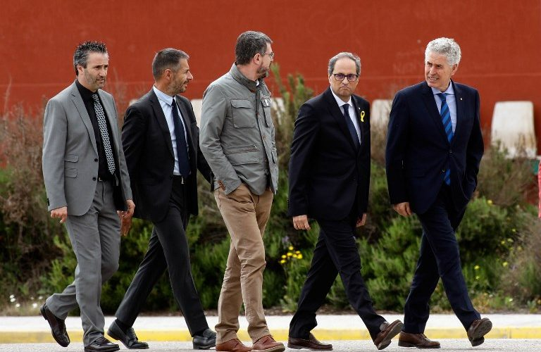 Newly appointed Catalan president Quim Torra (2ndR) leaves after a visit to jailed Catalan separatist politicians at the Estremera jail near Madrid on May 21, 2018. / AFP PHOTO / OSCAR DEL POZO