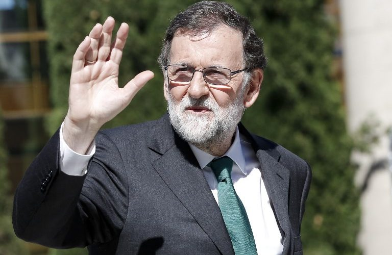 Spanish Prime Minister Mariano Rajoy waves as he arrives at the Automobile Barcelona fair on May 12, 2017 in Barcelona. / AFP PHOTO / PAU BARRENA