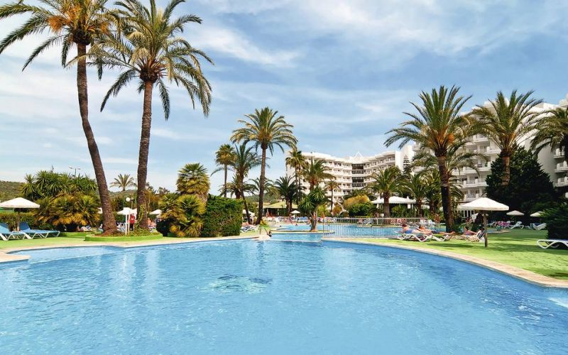 Irish teen becomes seventh fatality from Mallorca balcony fall
