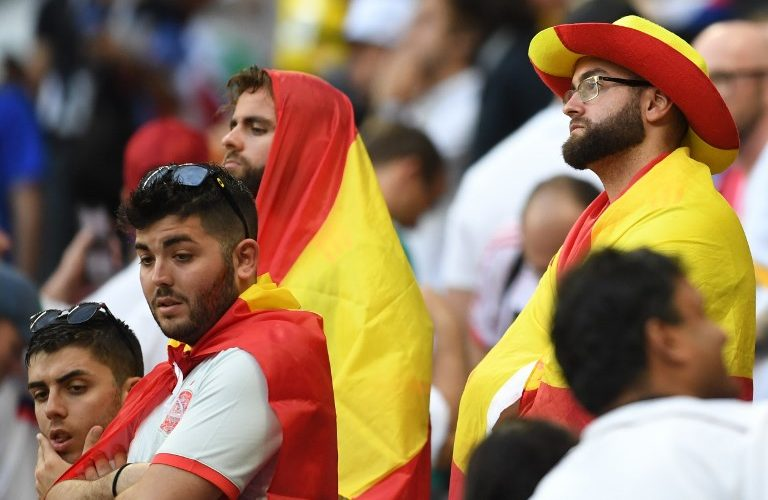 Spain's fans react at the end of the Russia 2018 World Cup round of 16 football match between Spain and Russia at the Luzhniki Stadium in Moscow on July 1, 2018. / AFP PHOTO / Francisco LEONG / RESTRICTED TO EDITORIAL USE - NO MOBILE PUSH ALERTS/DOWNLOADS
