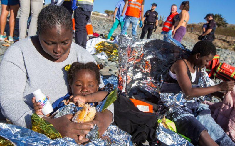 Sunbathers helping migrants