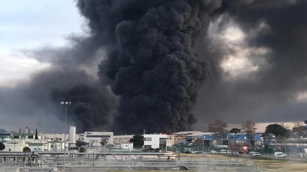 incendio-una-empresa-reciclaje-disolventes-barcelona-1576052757999