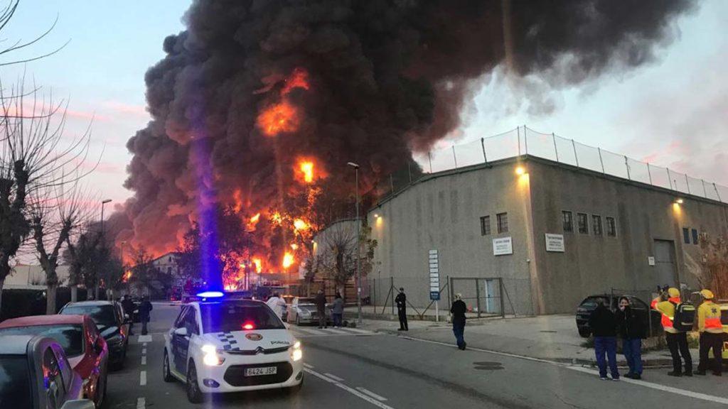 incendio-una-nave-industrial-montornes-del-valles-1576061482154