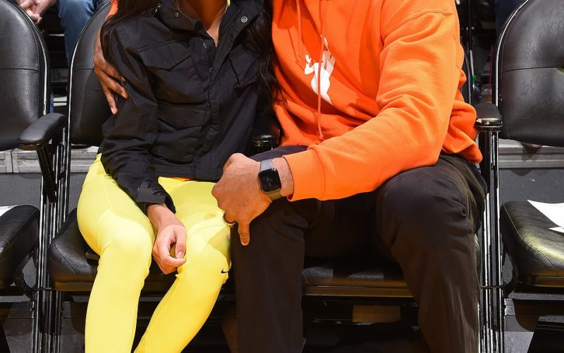 23901616-7931909-Kobe_Bryant_his_13_year_old_daughter_Gianna_pictured_together_in-a-116_1580073311118