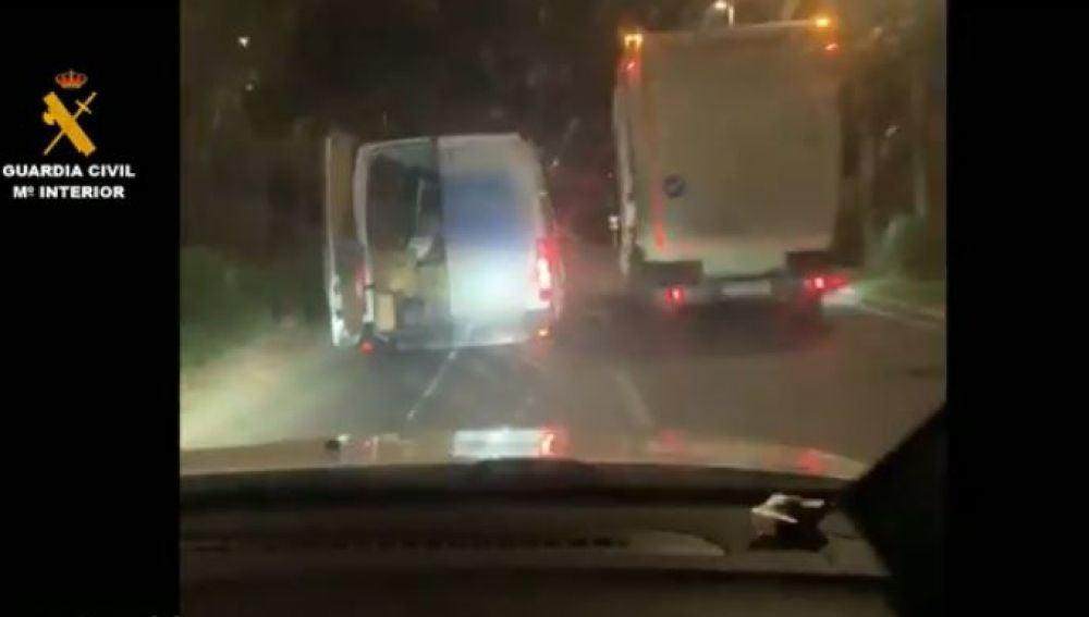 The Driver Of A Van Flees The Civil Guard