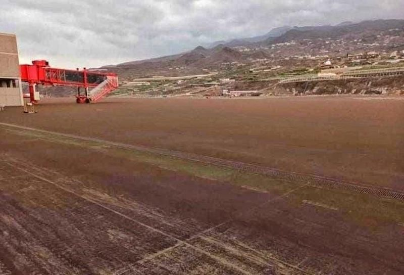 La Palma Airport Ash